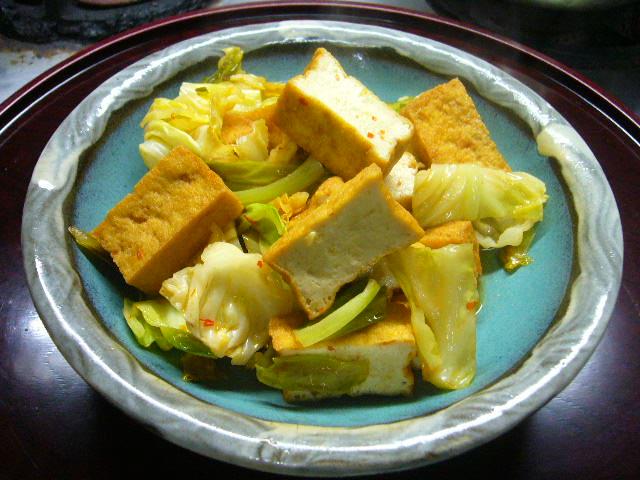 厚揚げとキャベツの味噌炒め。。