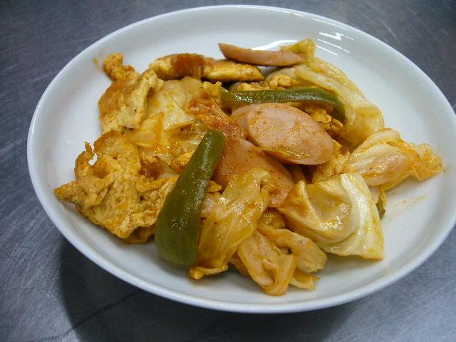登米産キャベツとピーマンのケッチャップ炒め。。