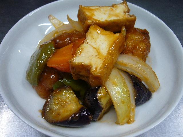 野菜たっぷり、プラス厚揚げで酢鶏。。